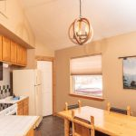 Creekside-Chalet-MassiveOneBedroom_kitchen-min