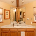 Creekside-Chalets-PrincetonOneBedroom_bathroom-min