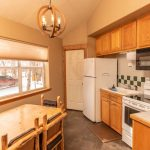 Creekside-Chalets-PrincetonOneBedroom_kitchen-min