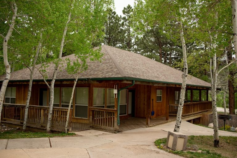 Creekside-Chalets-ColumbiaThreeBedroom_exterior-min-2-768x513
