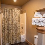 CreeksideSpring-20-minANTERO_bathroom