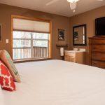 CreeksideChalets-columbia-bedroom1-2