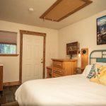 CreeksideChalets-columbia-bedroom2