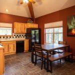 CreeksideChalets-columbia-kitchen