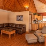 CreeksideChalets-columbia-living-room1