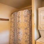 CreeksideChalets-columbia-second-bathroom-shower-washer