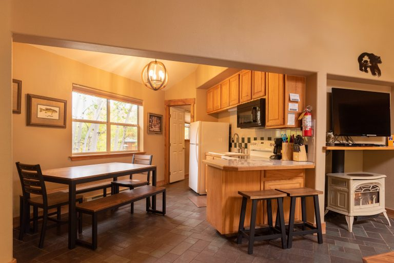 CreeksideChalets-shavano_kitchen-fireplace-min