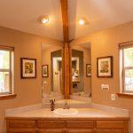CreeksideChalets-yale-bathroom