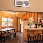 CreeksideChalets-yale-kitchen-livig